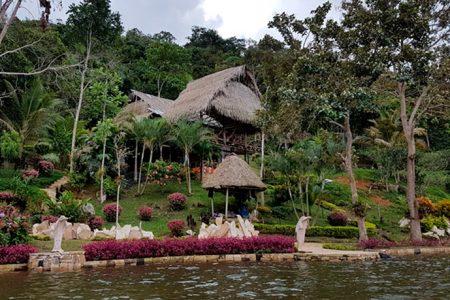 Hotel En Lago Azul, Sauce